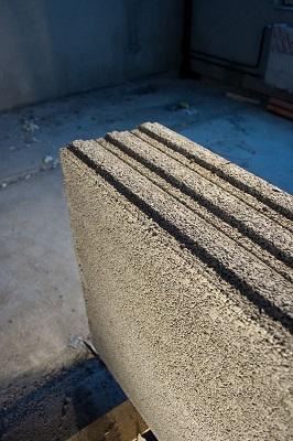 AKO Wall pakataan vaaka-asentoon puulavoille.